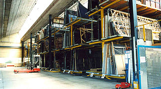 Mobile cantilever racking system